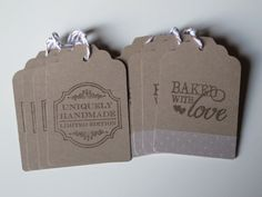 HOME BAKERY -Tags fatte a mano con bakers twine marrone e bianco / Handmade brown gift tags with brown and white bakers twine