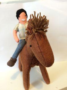 Muñecos caballo y equinoterapeuta.  Pedido customizado.