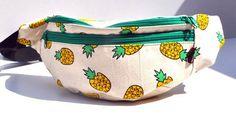 Fanny Pack pineapple  with green zipper travel por SiennaBartolomei