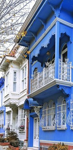 Turkish Architecture, Art And Architecture, Istanbul Turkey, Byzantine, Traditional House, Ottoman, Beautiful Places, Blue And White, Cottage