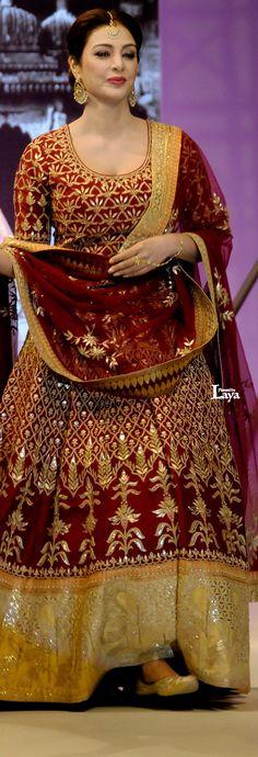 Tabu in Anita Dongre creation Pakistani Dresses, Indian Dresses, Indian Outfits, Indian Bridal Wear, Indian Wear, Bride Indian, Punjabi Bride, Pakistan Fashion, India Fashion