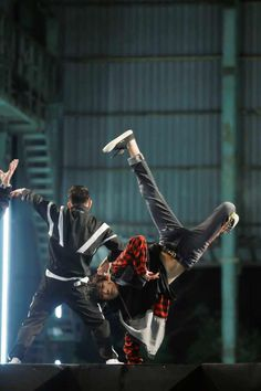 street dance of china ep 5 Yang Yang Actor, Jackson Yi, Street Dance, Best Dance, Falling In Love With Him, Chinese Boy, Married Woman, Tumblr Boys, Dance Moves