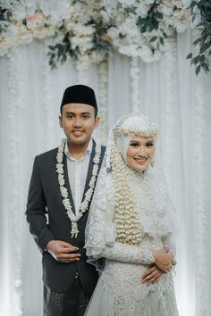 Muslim Wedding Gown, Kebaya Wedding, Muslimah Wedding Dress, Muslim Wedding Dresses, Wedding Hijab, Wedding Dress Sleeves, Wedding Poses, Dream Wedding Dresses, Hijab Bride