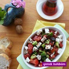 Bu tarifi kahvaltı için kolay bir salata tarifi nasıl yapılır merak edenler için hazırladık. Diyabetik, glutensiz, vejetaryen, düşük kolesterollü ve diyet bu salata tarifi çok sağlıklı ve besleyici.