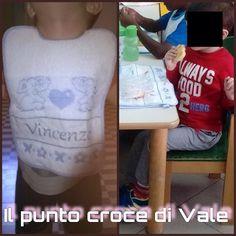 Grazie al mio amico Giacomo per avermi inviato queste due foto del suo nipotino con il set asilo che ho ricamato!!! Visita la mia pagina Facebook: IL PUNTO CROCE DI VALE!