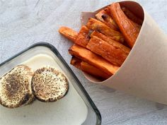 The savory-sweet combination of crispy sweet potatoes fries with gooey toasted marshmallow dip is great for an appetizer, snack or side dish New Recipes, Holiday Recipes, Snack Recipes, Favorite Recipes, Easy Recipes, Marshmallow Sauce, Toasted Marshmallow, Marshmallow Recipes, Crispy Sweet Potato