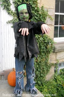 A diy no sew frankenstein costume this is so adorable and easy frankenstein halloween costume plus 42 more diy costume ideas solutioingenieria Gallery