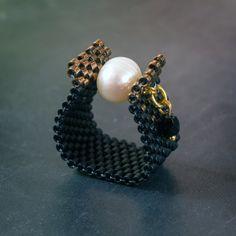 Negro y perla anillo Peyote perla anillo moldeado hecho a mano