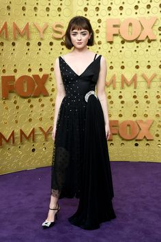 Every Breathtaking Red Carpet Look From the 2019 Emmy Awards Maisie Williams in a custom J.Anderson dress, Roger Vivier shoes, and Repossi jewelry on the Emmys 2019 red carpet Natasha Lyonne, Robin Wright, Purple Carpet, Red Carpet Looks, Lela Rose, Celebrity Red Carpet, Celebrity Style, Celebrity Jewelry, Kendall Jenner