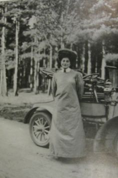 Dorothy Levitt became the first English woman in the world to complete in a 'motor race'. She was the most successful female competitor in Great Britain, also a victorious speedboat driver, holder of the Water Speed record and holder of the Ladies World Land speed record. She even instructed Queen Alexandra and the Royal Princesses on how to  drive
