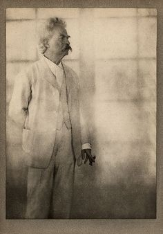 Alvin Langdon Coburn - A portrait of the American writer and humourist, Mark Twain, taken at his home in Redding, Connecticut on 21 December 1908 Mark Twain, Smoking Celebrities, Male Celebrities, Carnegie Museum Of Art, History Of Photography, Artistic Photography, Seriously Funny, Photographs Of People, Famous Photographers
