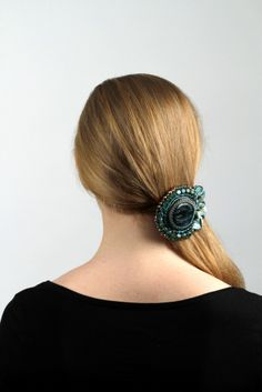Peacock's ocean - In this jewel with apatite, the color turquoise carries the main tone. The combination of color and design makes the jewel look a little like a peacock. - #jrhaarsieraad