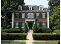 Brick colonial revival with clipped boxwoods in Michigan.Definitely my kind of place colonial revival with clipped boxwoods in Michigan.Definitely my kind of place! Style At Home, Green Shutters, American Houses, Georgian Homes, Red Bricks, Classic House, Home Fashion, Old Houses, Exterior Design