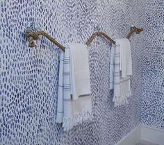 Porte-serviettes en corde pour une salle de bain style nautique