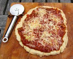 Eindelijk is het zover gekomen en heb ik een glutenvrije pizza gemaakt. Eerder maakte ik al pizzabodems van volkorenmeel. Heel erg lekker. Maar gluten zijn nou niet echt goed voor je en zeker voor ons mannetje niet. Daarom op zoek naar een alternatief. Ik kreeg al een recept aangereikt via de reacties op mijn vorige …