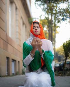 Beautiful Girl In India, Beautiful Girl Photo, Most Beautiful Indian Actress, Beautiful Horses, Gorgeous Women, Images For Independence Day, Independence Day Wallpaper, Happy Independence, Indian Flag Wallpaper