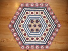 Hexagon Quilt 13th June 2010 part of the Dear Prudence quilt by this blogger. What a wonderful job!