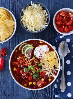 VEGETARISK TACOSUPPE | TRINES MATBLOGG Chorizo, Chana Masala, Chili, Lunch, Cookies, Ethnic Recipes, Soups, Beef Bourguignon, Cilantro