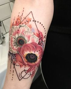 Flowers are a great source of inspiration for meaningful tattoos and the beautiful anemones make no exception. An anemone tattoo is associated with powerful meanings among which protection against disease, evil and bad wishes. Tribal Tattoos, Tattoos Skull, Sexy Tattoos, Body Art Tattoos, Stomach Tattoos, Celtic Tattoos, Flower Cover Up Tattoos, Wrist Tattoo Cover Up, Flower Wrist Tattoos