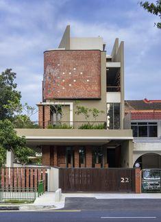 Gallery of 22 Jalan Kembangan / Timurdesigns LLP - 1 Arch House, Facade House, Facade Design, Exterior Design, Design Design, Architecture Résidentielle, Narrow House, House Elevation, Building Exterior