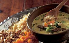 Krydret suppe En asiatisk inspireret suppe med masser af smag af karry, ingefær, hvidløg og kokos. Mmmm!