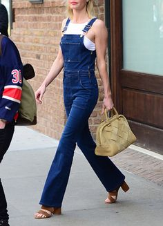 Kate Bosworth dishes out serious street style advice. Kate Bosworth dishes out serious street style advice. Salopette Short, Salopette Jeans, Kate Bosworth Style, Jeans Overall, Jeans Trend, Estilo Hipster, Pantalon Long, Normcore, Denim Overalls