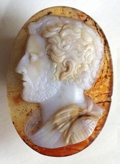 PORTRAIT OF THE YOUNG EMPEROR VESPASIAN Agate Size: 40 x 25 mm. Origin: Italy Date: ca 1750-1760 Condition: mint. Superb cameo! Very attractive transparent background