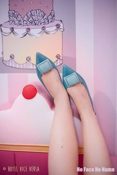 Keep Calm & Eat Donuts - shooting by Johanna Guerra  http://nofacenoname.blogspot.fr/2015/03/keep-calm-eat-donuts.html  No Face No Name blog : www.nofacenoname.blogspot.fr  Instagram : @nofacenonameblog Twitter : @nfnnblog Facebook : https://www.facebook.com/nofacenonameblog  #candy #bonbon #gourmandise #gluttony #pastel #rose #pink #cupcake #shoes #escarpins