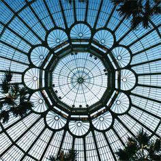 Serres royales de Laekenn, Bruxelles, Belgique (Royal Greenhouses of Laeken, Brussels, Belgium) http://guide.voyages-sncf.com/resultat/bruxelles?prrs=pin_pic_3_bruxelles#search