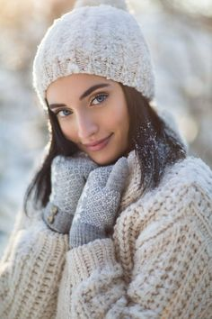 Baby Pictures Winter Engagement Shoots Ideas For 2019 Snow Photography, Portrait Photography, Beauty Photography, Snow Senior Pictures, Baby Pictures, Ideas Para Photoshoot, Winter Drawings, Winter Engagement, Engagement Shoots