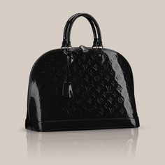 Alma GM Monogram Vernis Inspired by the shape invented in the 30s by Gaston Vuitton, the Alma GM is a classic of the House. Hand held, this bag is covered with Monogram Vernis leather and is closed with a padlock.