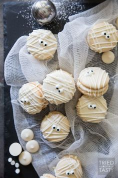 Mummy Macs {Vanilla Bean French Macarons}