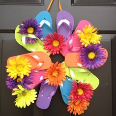 LOVE LOVE LOVE THIS!! Flip flop wreath. I cant wait until Old Navy has their dollar flip flop sale, so I can make this!