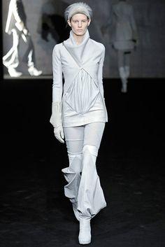 Rick Owens Fall 2009 Ready-to-Wear Fashion Show - Iris Strubegger
