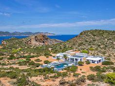 Melhor que ter uma casa de férias só para si... Era ter uma ilha inteira! :D https://www.homeaway.pt/arrendamento-ferias/p4028035?utm_source=pinterest&utm_medium=social&utm_term=ibiza-4028035&utm_content=love&utm_campaign=island-yours-21mar