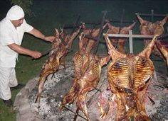 cordero patagonico - Taringa! Barbacoa, Carnitas, Bbq Grill, Grilling, Chilean Recipes, Chilean Food, Meat Lovers, Backyard Bbq, Smoking Meat