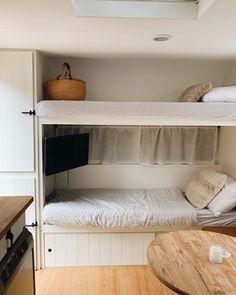 Caravan Bunk Beds, Bunk Bed Ladder, Diy Caravan, Caravan Decor, Caravan Interiors, Caravan Storage Ideas, Rv Bunk Beds, Caravan Ideas, Caravan Renovation Diy