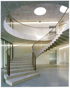 Elegante Rotunde - Verbandszentrale in Mies bei Genf von Localarchitecture