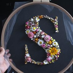flower head wreaths In designer Olga Prinkus floral wreaths, hundreds of dried plants and flowers are sewn into the shape of large capital letters. Flower heads spring out of the tu Embroidery Hoop Crafts, Embroidery Art, Embroidery Designs, Wedding Embroidery, Flower Embroidery, Flower Head Wreaths, Floral Wreaths, Dried Flower Wreaths, Felt Flowers