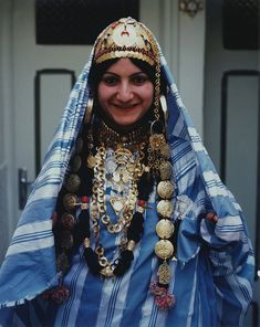 A Jewish Tunisian bride in her traditional wedding dress | © Magnes Museum