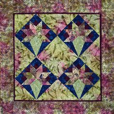 This quilting template set includes a full color instruction book, convenient acrylic cutting templates and detailed pictures of quilt examples. Star Quilts, Mini Quilts, Quilt Blocks, Nosegay, Quilting Templates, Mug Rugs, A 17, Floral Bouquets, Fabric Decor