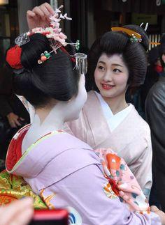 A geiko and maiko.