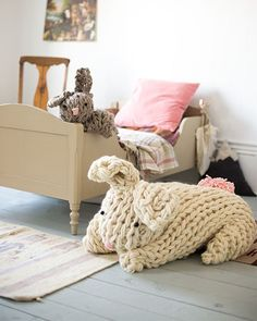 Arm Knit Pattern Bunny Giant Knit Bunny Bunny Patterns And Crochet, Giant Arm Knit Bunny By Anne Weil Of Flax Twine Sweet Paul, Giant Knit Bunny Flax Twine, Finger Knitting, Arm Knitting, Knitting Patterns, Finger Crochet, Simply Knitting, Knitting Needles, Hand Crochet, Crochet Patterns, Cute Diy Projects