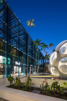 Read about the inspiration for the big blue fins that flank this Miami shopping center on LightsOnline Blog!