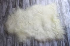 GENUINE NEW NATURAL ICELANDIC - RARE BREED SHEEPSKIN RUG/PELT100% ORIGINAL PRODUCT >>>> U N U S U A L M A R K I N G S<<<<  The Icelandic sheep is one of the worlds oldest and purest breeds of sheep. The wool of the sheep is long and very soft in touch. The base color of all Icelandic sheep is either black, white, gray, Ivory each coming in a variety of shades and tones. Black is the dominant allele. The appearance of these colors can be altered by patterns and spo...