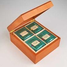 Caixa de madeira pequena do restaurante do saquinho de chá