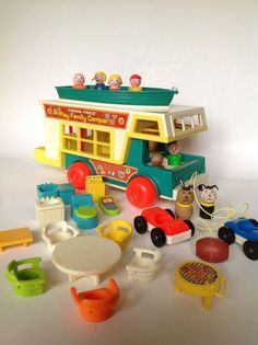 I had this set along with the house etc :) Vintage Toys 1970s, Retro Toys, Vintage Dolls, Retro Vintage, Vintage Stuff, Fisher Price Toys, Vintage Fisher Price, 90s Childhood, My Childhood Memories