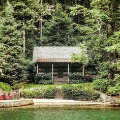 (notitle) - homes/cabins/cottages - Camping Lake Cabins, Cabins And Cottages, Small Cabins, Country Life, Country Homes, Lakeside View, Cozy Cabin, Camping Life, Cabins In The Woods