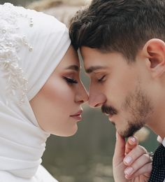 Görüntünün olası içeriği: 1 kişi, yakın çekim - Fr Tutorial and Ideas Wedding Couple Poses Photography, Wedding Poses, Wedding Couples, Romantic Wedding Photos, Romantic Couples, Cute Muslim Couples, Cute Couples, Couple Travel, Muslim Wedding Dresses