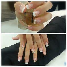 #Manicura #francesa #CND por las alumnas de estética de #Tevian.   -   #manicure #uñas #nails #frenchmanicure #leopard #cheetahprint #nailart #solaroil #vinylux #hand